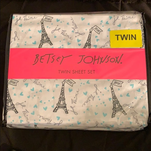 Betsey Johnson Other - Betsey Johnson twin sheet set Eiffel Tower France